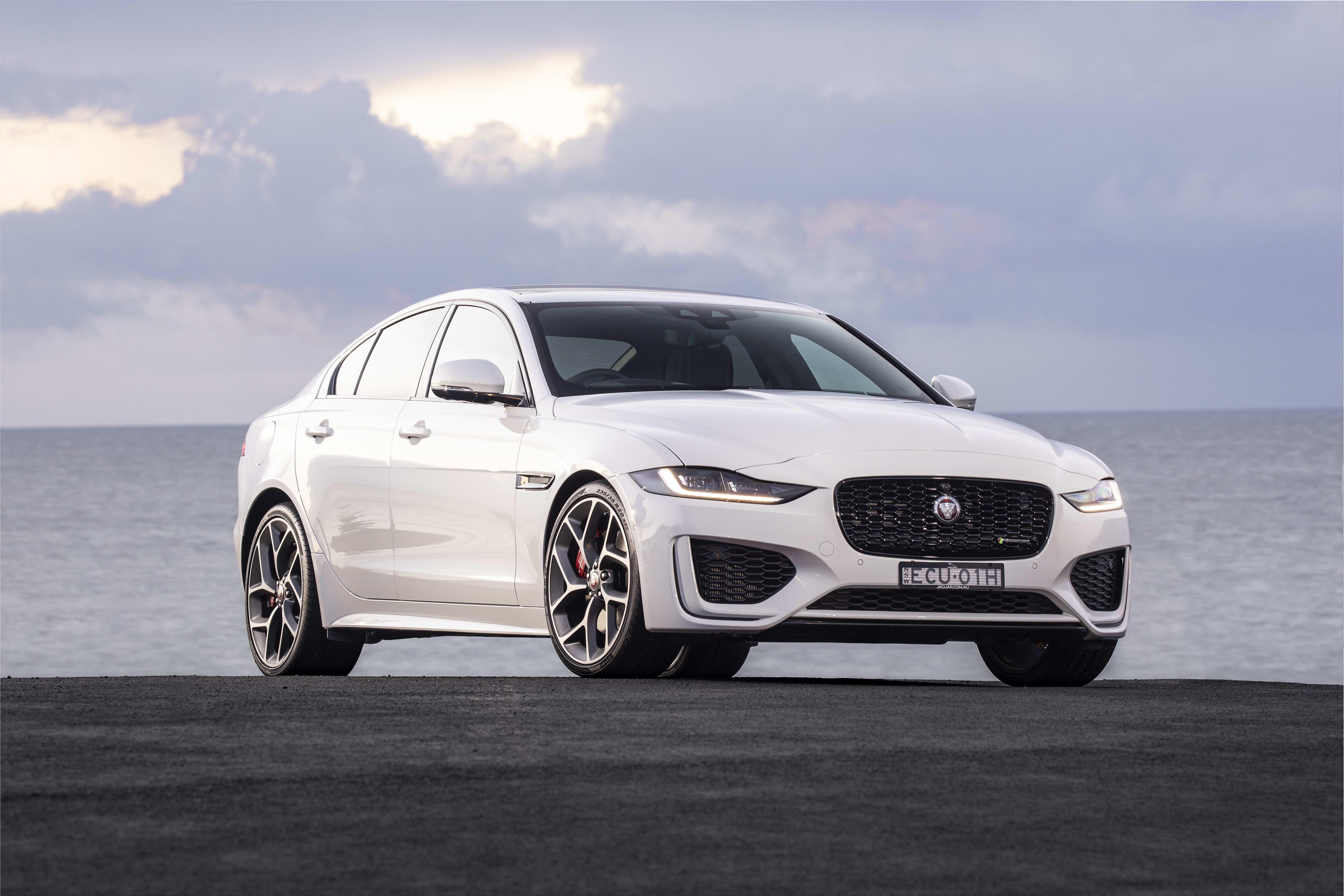 2020 Jaguar XE Pictures