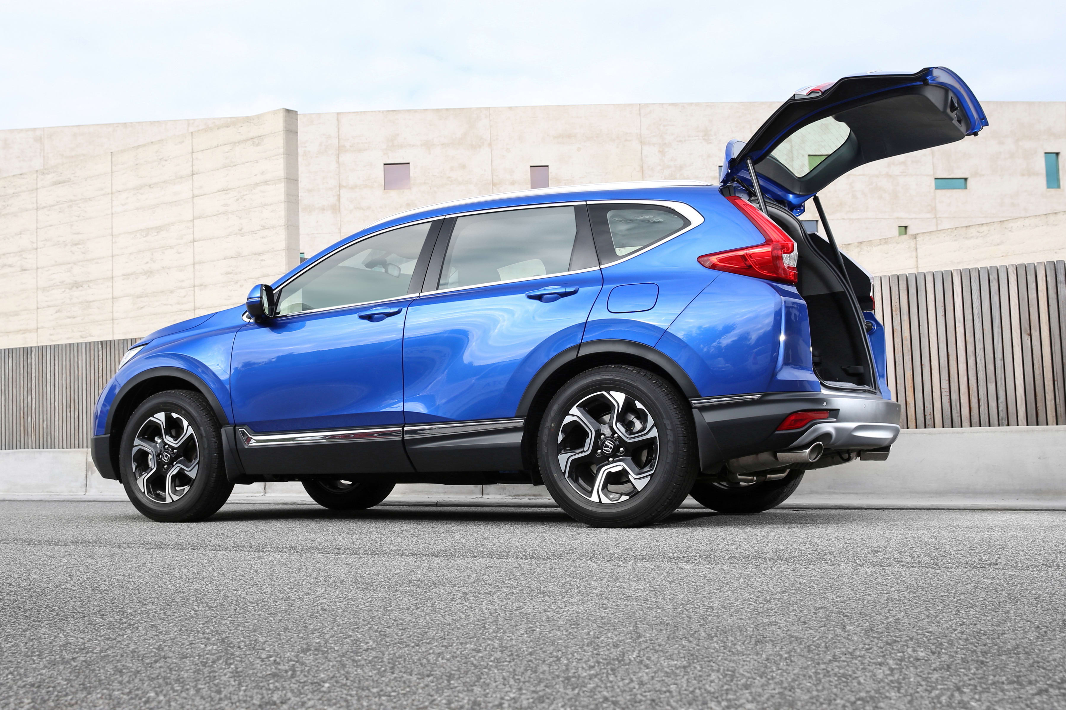 Best Value Auto >> Top 3 mid-size family SUVs for boot space - Car Advice ...
