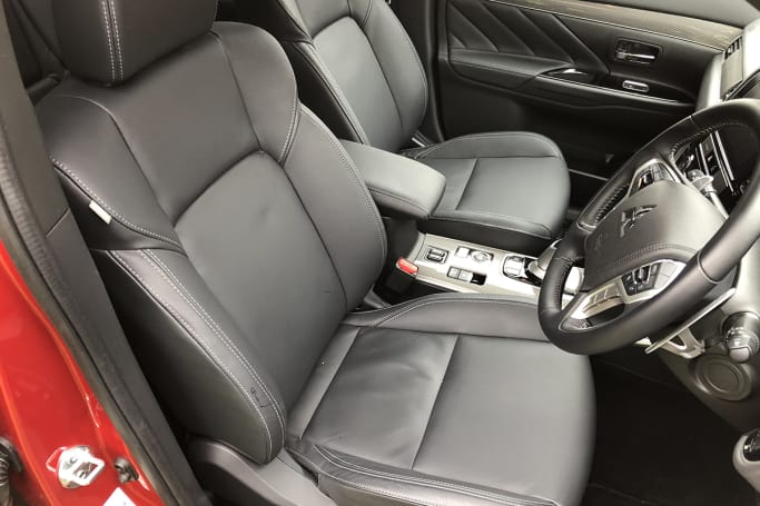 Mitsubishi Outlander PHEV Exceed 2019 review | CarsGuide