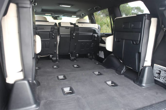 Lexus LX 570 Boot space