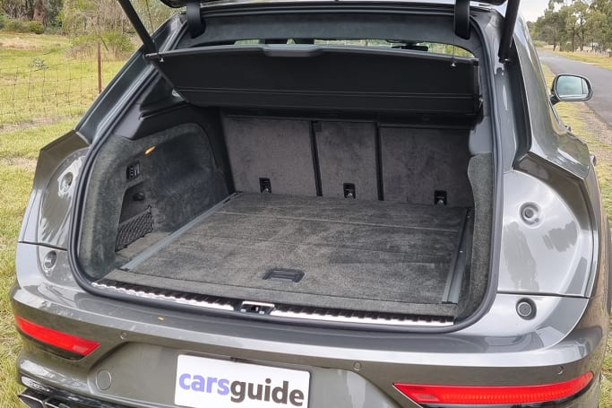 Opening the boot reveals a cavity offering 484 litres of volume.