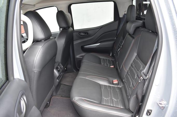 Les sièges arrière peuvent être rabattus pour révéler plus d'espace de chargement.