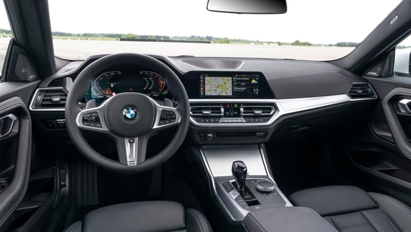 더 큰 형제와 마찬가지로 2 시리즈 Coupe는 여러 옵션 팩으로 사용자 정의 할 수 있습니다.
