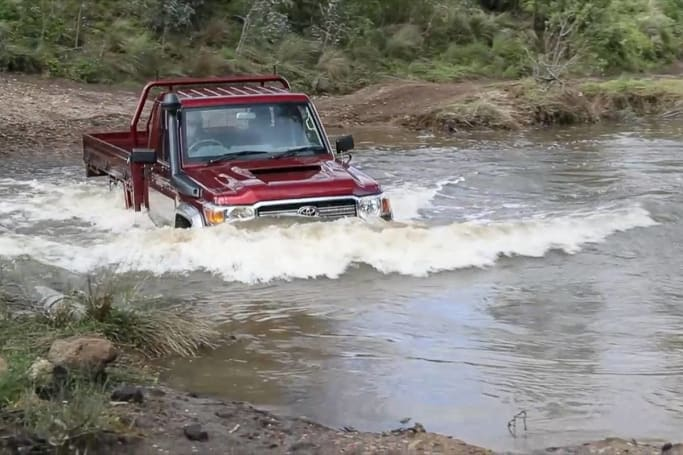 How to drive through water with your SUV | CarsGuide