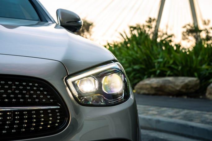 La E 300 e est une Classe E, plus silencieuse et plus élégante qu'avant.  (photo : Tom White)