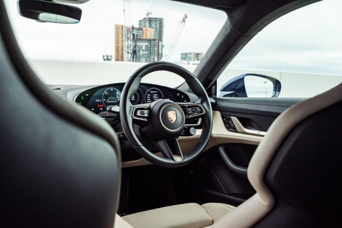 Porsche continue de donner une certaine ambiance et sensation à tous ses véhicules, et cela s'étend au Taycan.