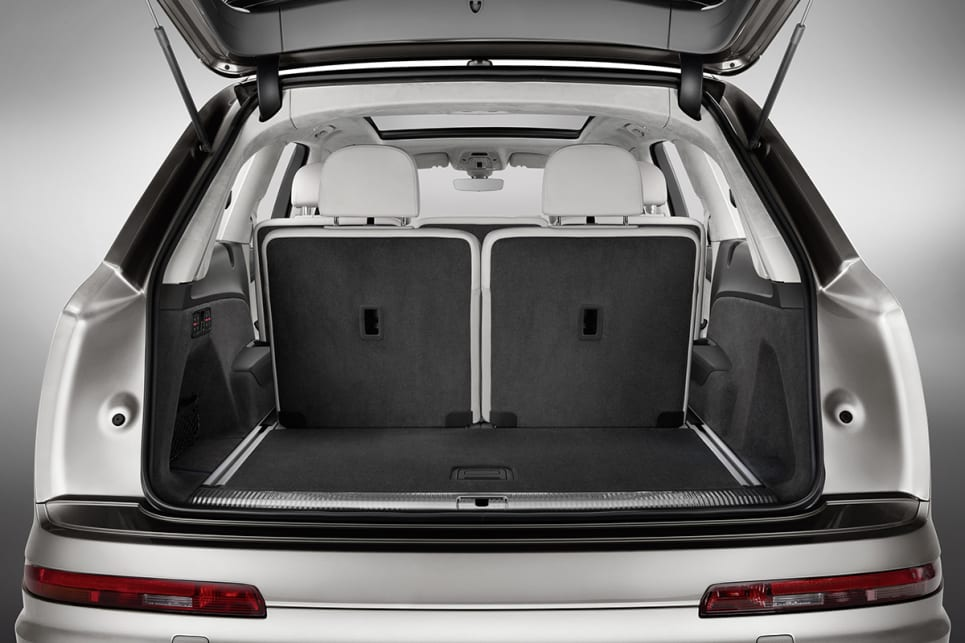 The third row folds flush with the floor courtesy of the one-touch button in the cargo space, increasing the 295L (VDA) of space to an extremely usable 770L.
