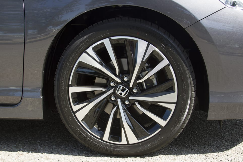The Honda Accord V6L arrives with 18-inch alloy wheels.