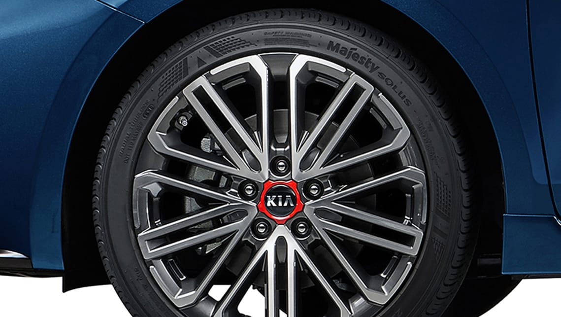 In Korea the vehicle sports 18-inch alloy wheels with performance tyres.