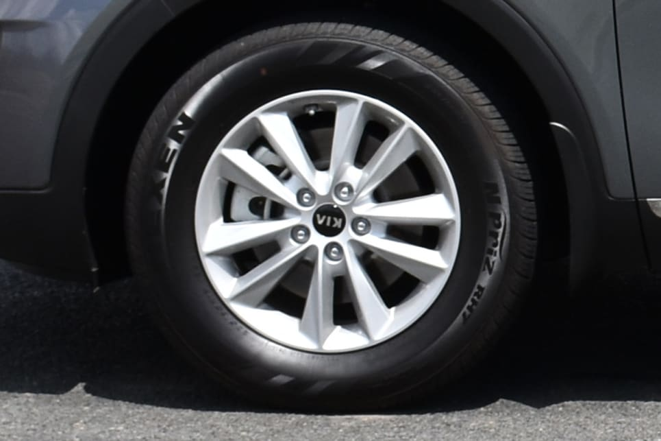 The Kia gets smaller 17-inch wheels, which look dull. (image credit: Thomas White)