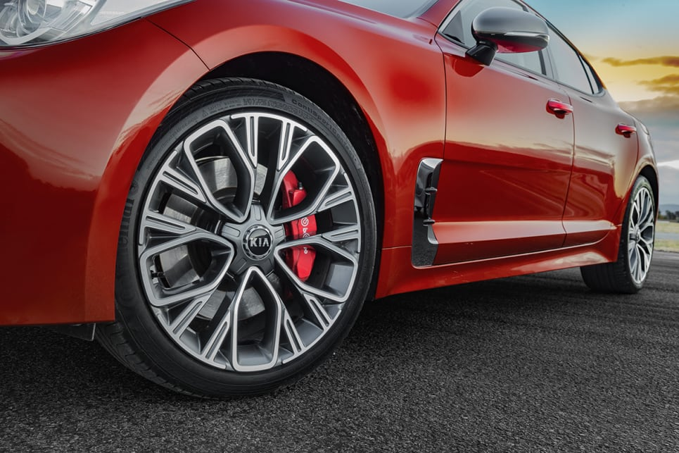 The GT-Line and 300Si wear snowflake-pattern 19-inch black and machined finish rims. (2018 Kia Stinger 300Si)