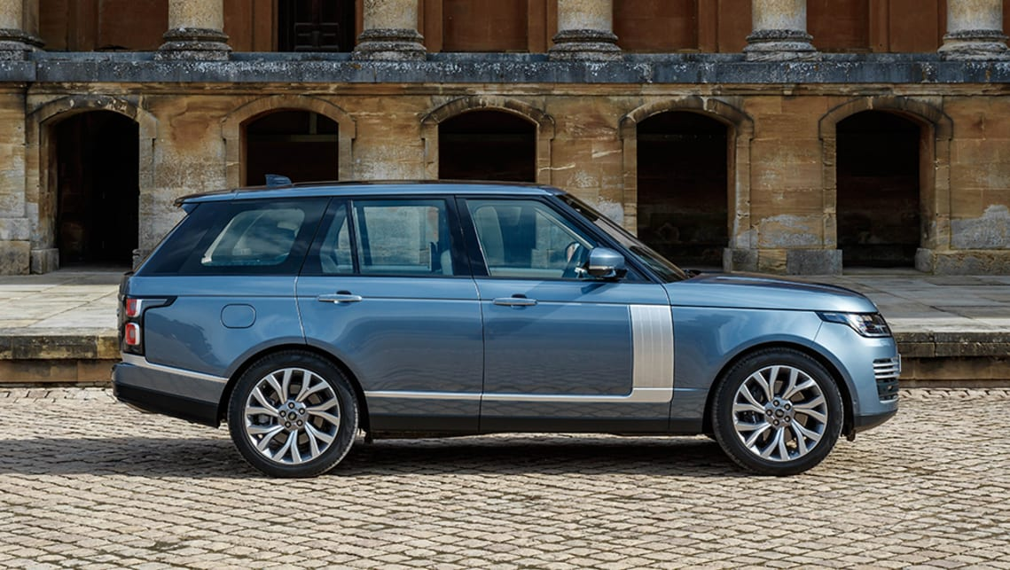 Both shapes remain pretty faithful to the original Range Rover that first surfaced in the 1980s, with its distinctive floating roof.