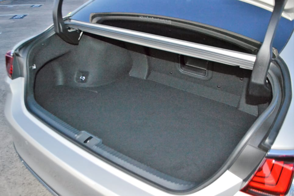 The Lexus (454L) bests the 530e's boot space (410L).