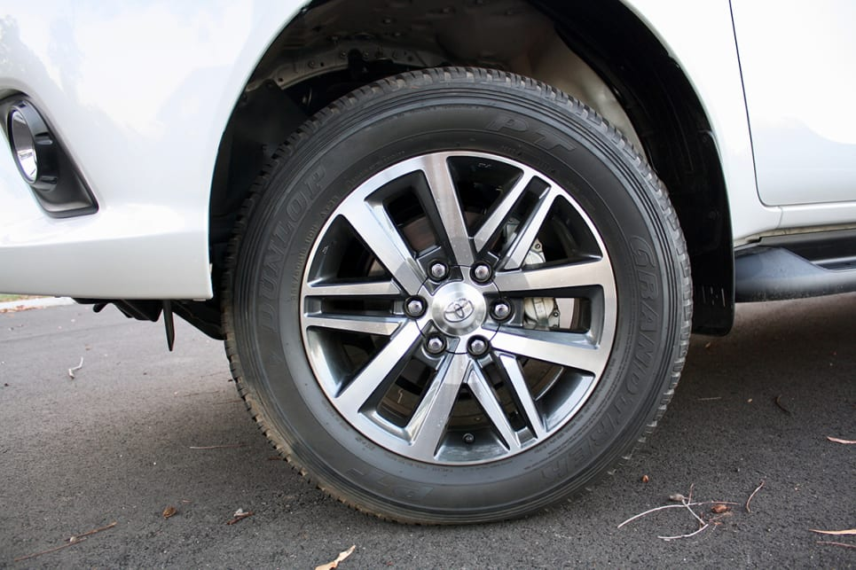 The 18-inch alloy wheels of the SR5 are more attractive than those on the SR and SR+. (2018 Toyota HiLux SR5 model shown)