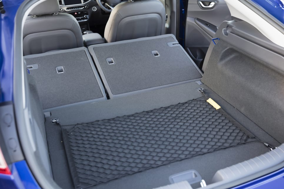 Folding the back seats forward liberates up to 750 litres of storage volume. (Electric variant shown)