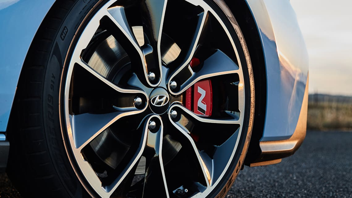 Standard equipment includes 19-inch alloy wheels with Pirelli P-Zero HN tyres.