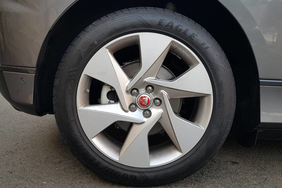 The SE comes with 20-inch alloys.
