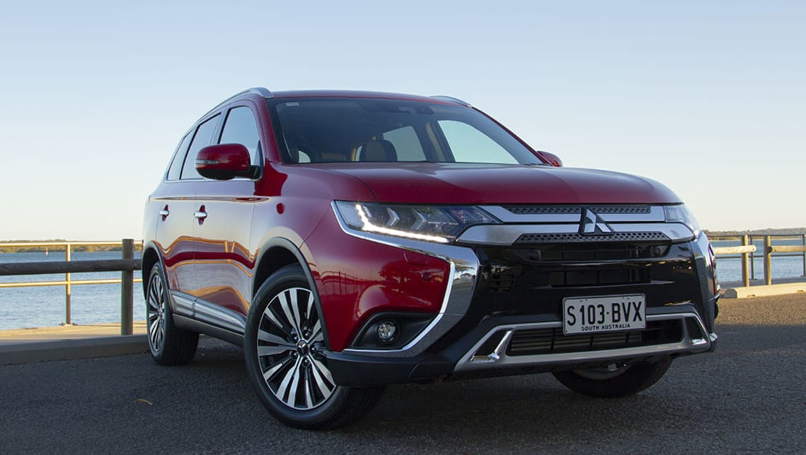 Mitsubishi Outlander 2019 review | CarsGuide