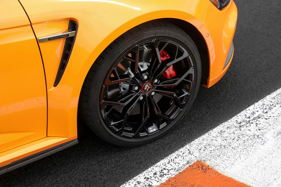 The 19-inch alloy wheels and tracks have been widened by 60mm at the front and 45mm at the rear. (manual transmission variant with Cup Pack pictured)