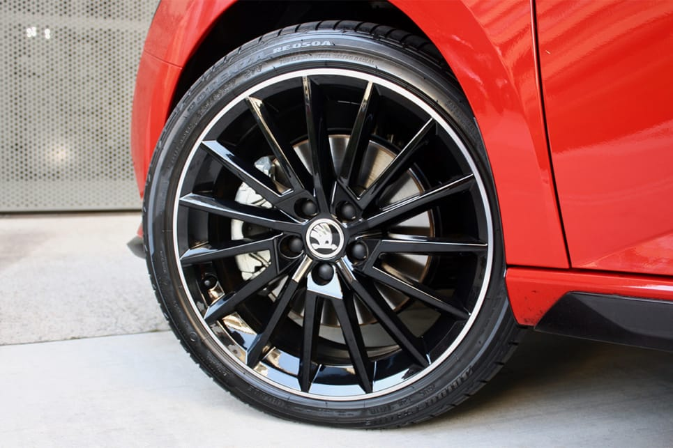 The Monte Carlo scores 17-inch alloy wheels.