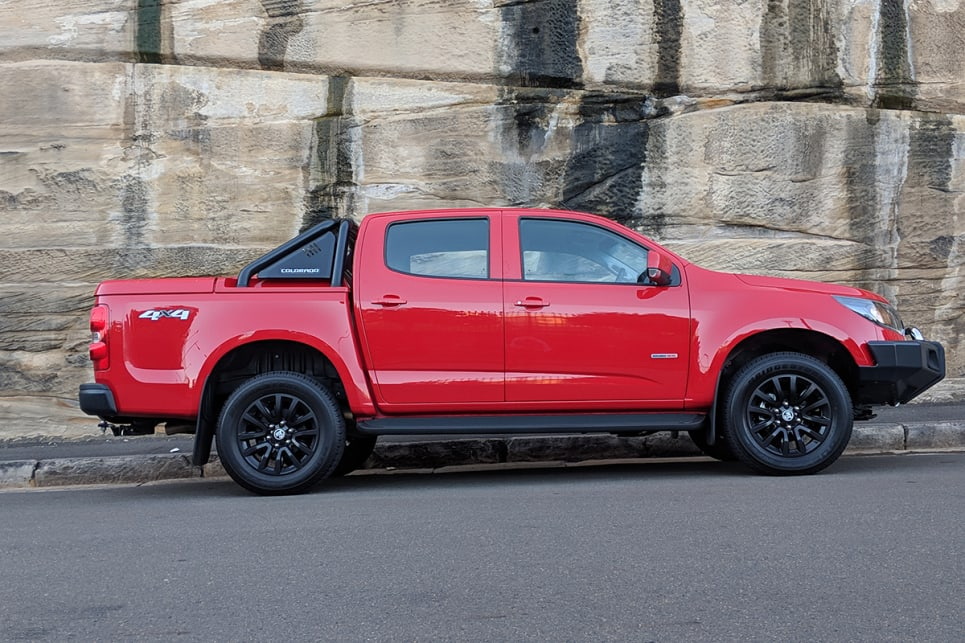 The side profile looks good with the 18-inch black alloy wheels fitted with all-terrain tyres.