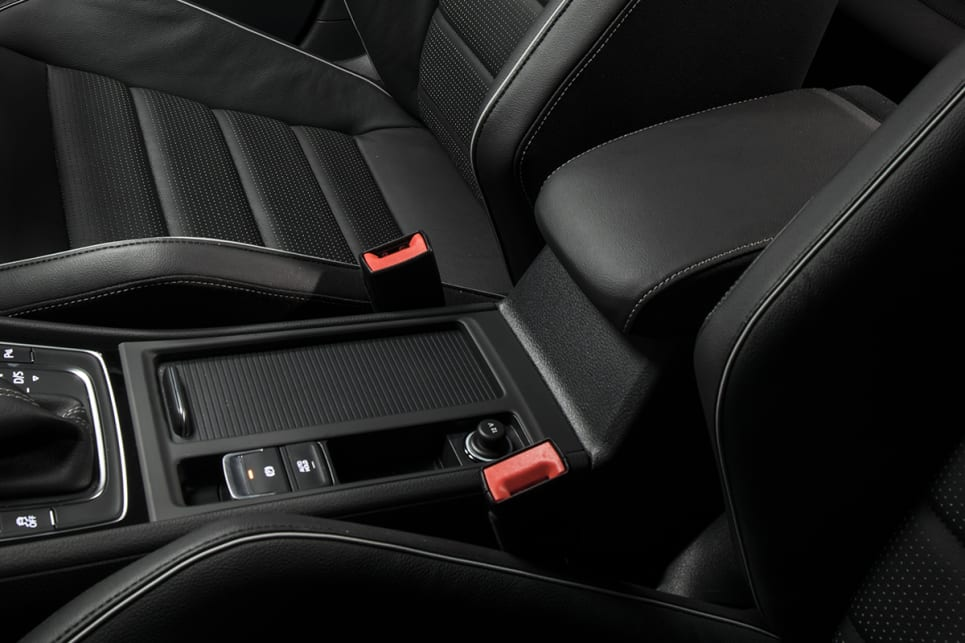 The Special Edition's cabin is almost identical to the standard R's interior.