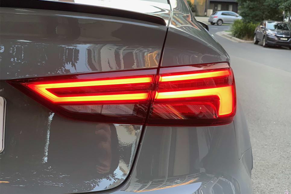 There are LED rear lights with dynamic indicators.