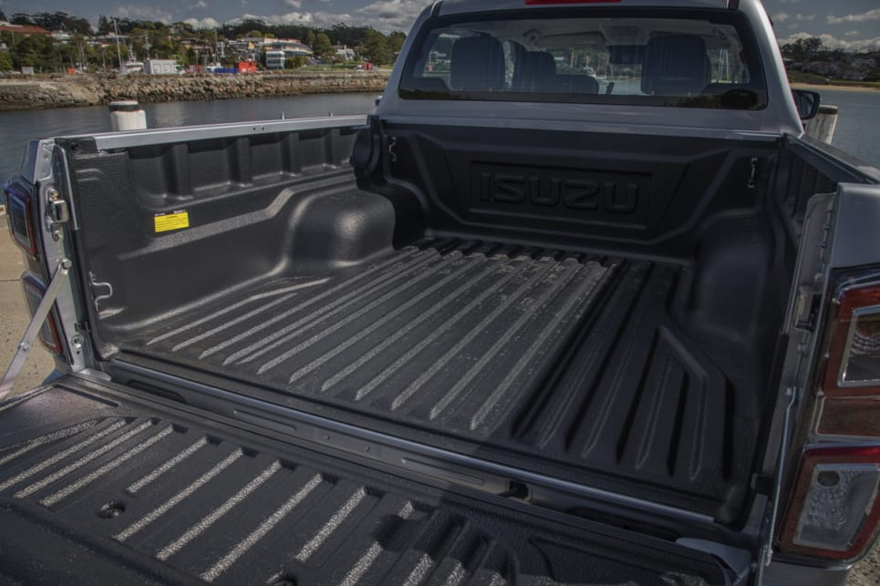 The D-Max tub measures in at 1570mm long, 1530mm wide and 490mm deep.