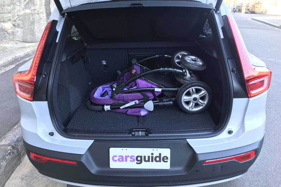 It easily fits the jumbo size CarsGuide pram.