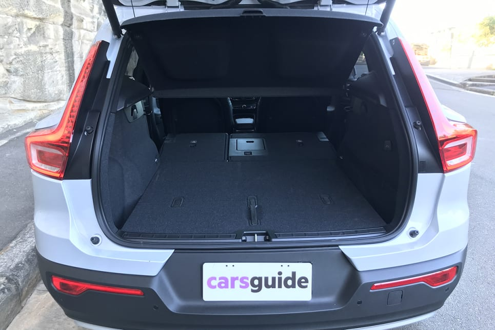 Drop the 60/40 split-folding rear seats (they fold easily) and no less than 1336 litres of volume is at your disposal.