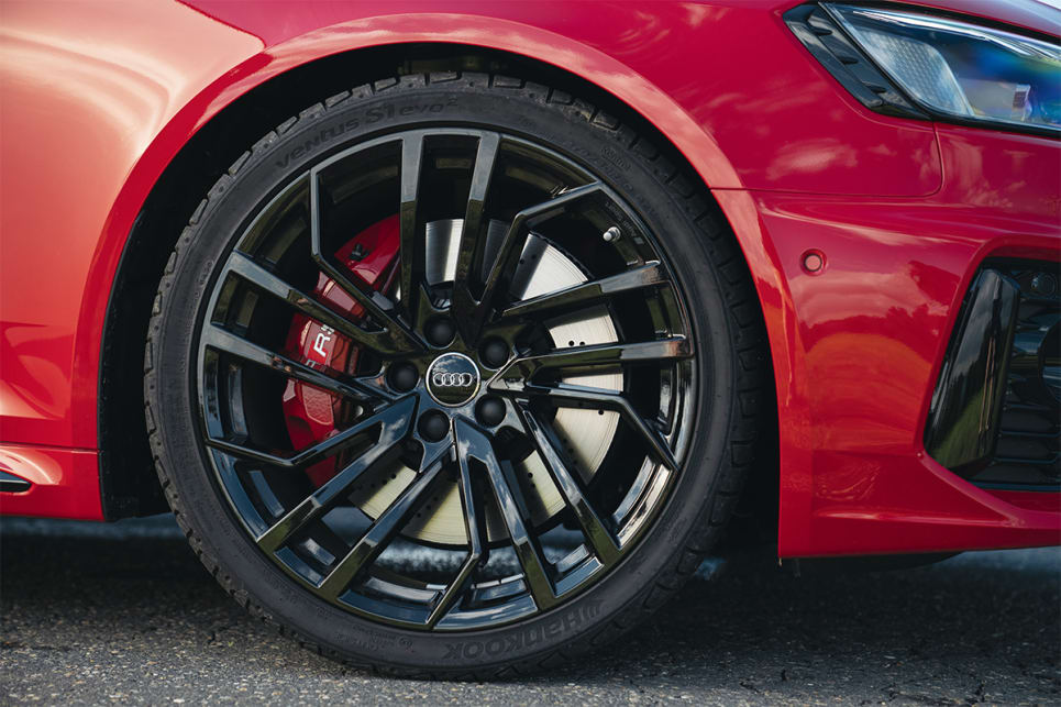 The wheel arches are filled by 20-inch alloy wheels.