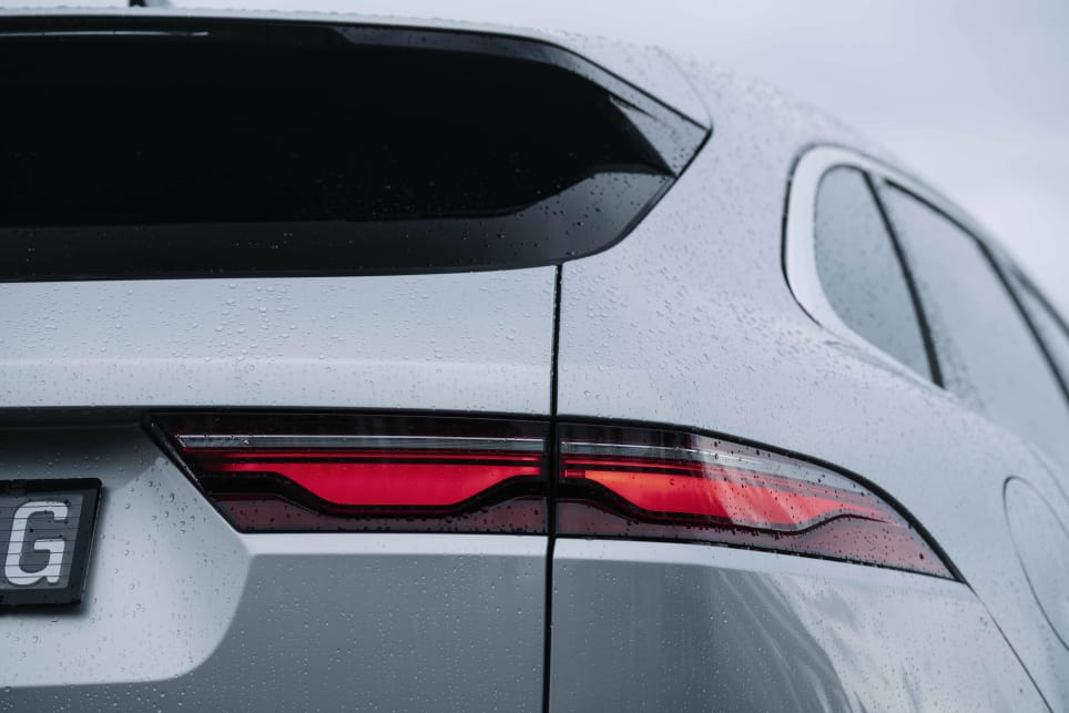 The tail-lights have a new futuristic design (image: R-Dynamic S).