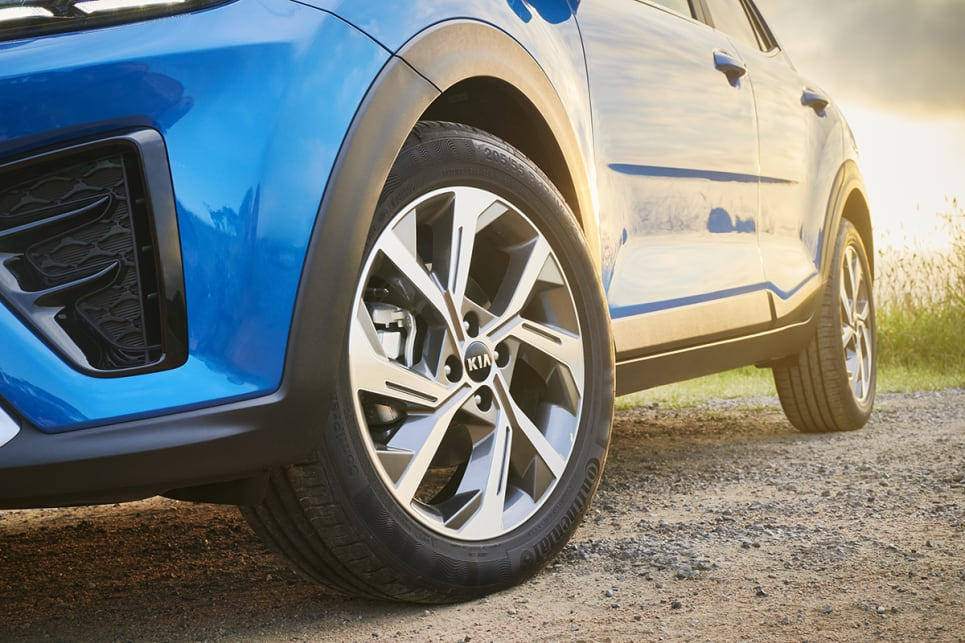 The GT-Line wears 17-inch alloy wheels. (GT-Line variant pictured)