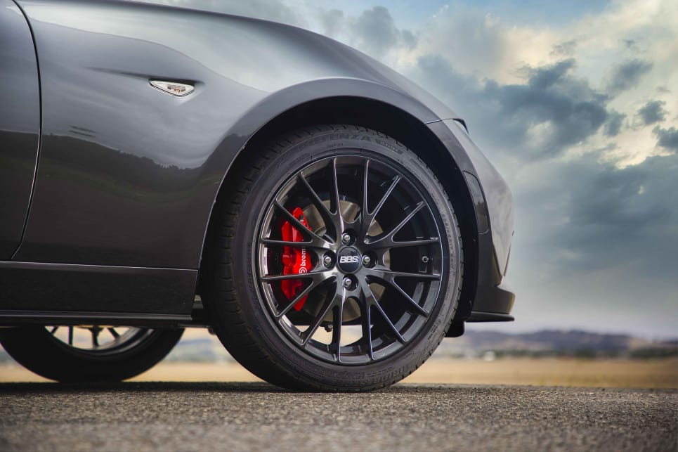 Te MX-5 features aggressive-looking Gunmetal Grey 17-inch BBS forged alloy wheels and red Brembo four-piston brake callipers.