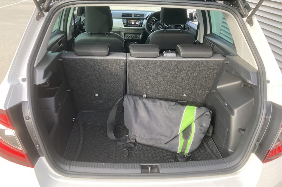 Le coffre est accessible à l'intérieur de l'habitacle via les sièges rabattables 60/40.  (photo : Byron Mathiodakis)