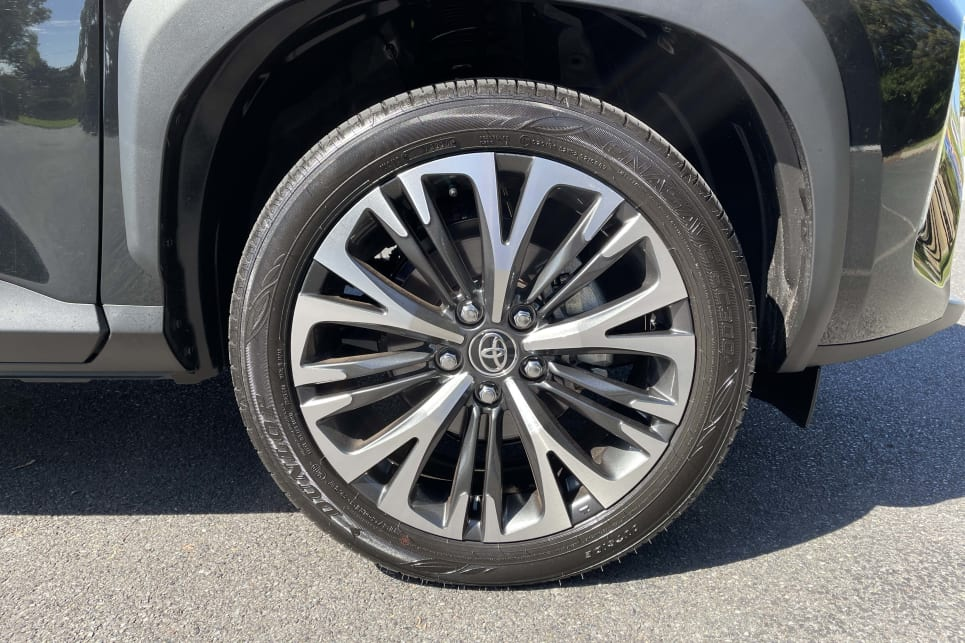 The Urban gets a slick set of 18-inch alloy wheels with 215/50 tyres.