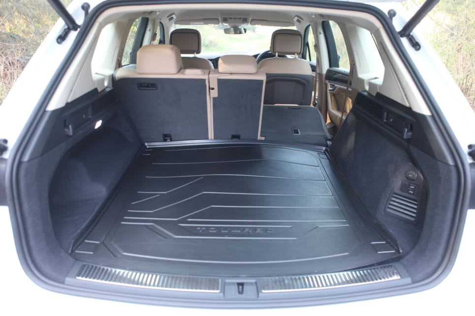 Rear cargo area capacity is listed as 810 litres with the rear seat in use.