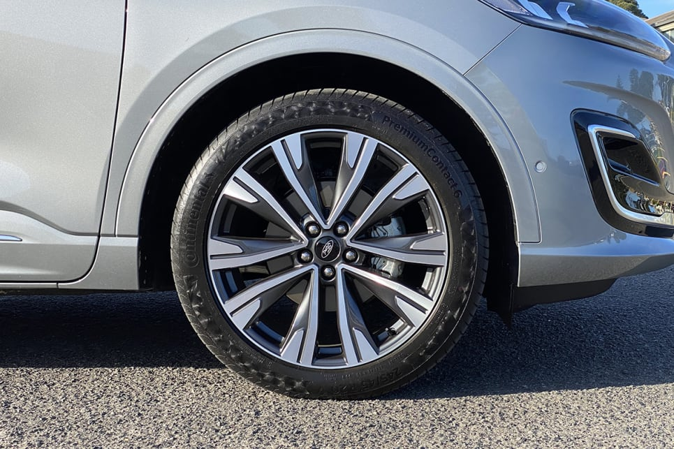 The Escape Vignale wears 19-inch alloy wheels.