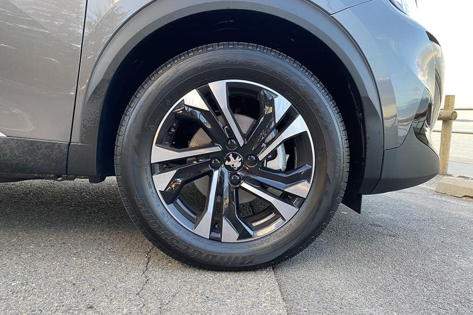 The 2008 Allure wears 17-inch alloy wheels.