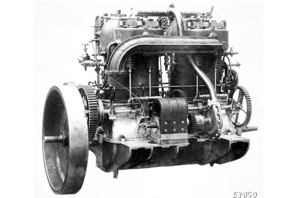 The four-cylinder engine that powered the Mercedes 35 HP.
