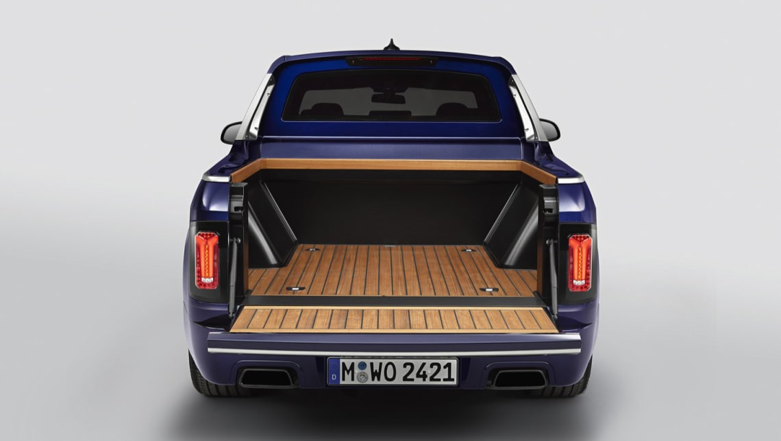 The teakwood-lined loading area is 1.4m in length, but stretches to 2.0m when the tailgate is folded down and fixed in place.