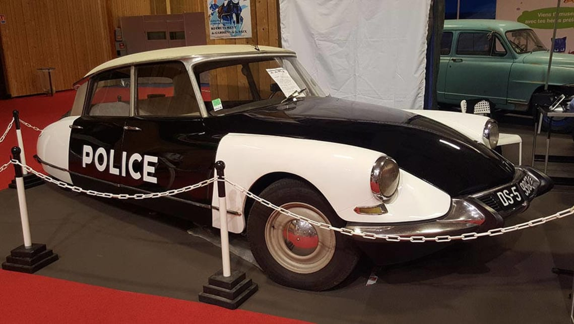 Citroen DS police car.