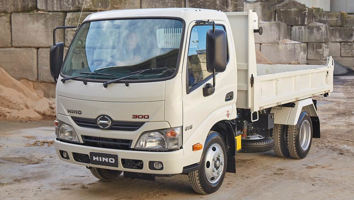 Hino 300 Series 616 IFS Tipper truck 2016 review | CarsGuide