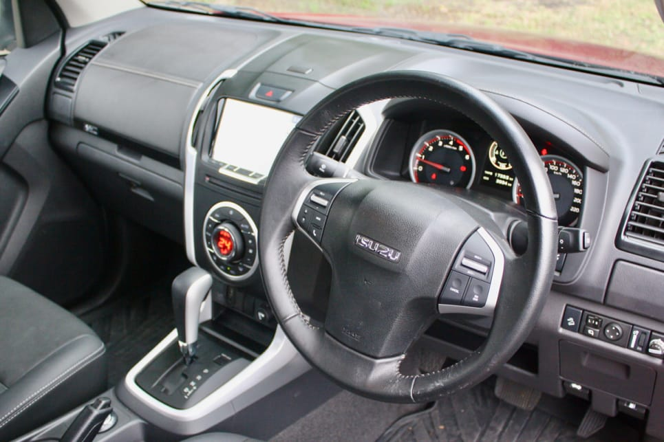 This grade features a leather-trimmed steering wheel with cruise control.