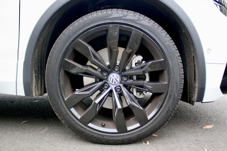 The 132TSI comes with standard 18-inch alloy wheels, while the Wolfsburg features 20-inch alloys in black.
