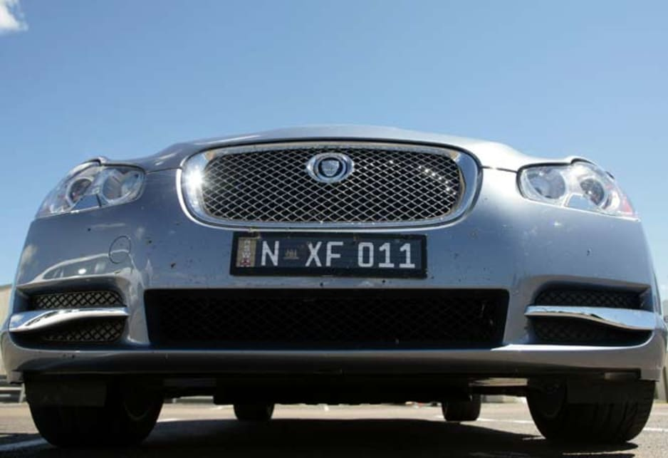 Jaguar XF Diesel - nose low angle