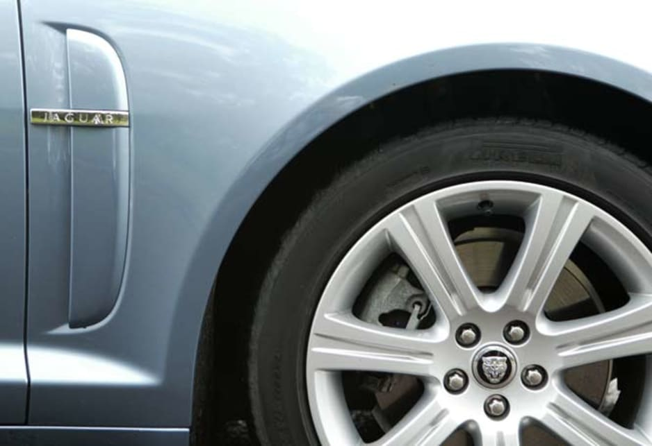 Jaguar XF Diesel - wheel panel