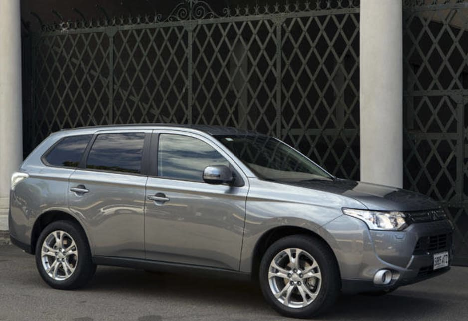 Mitsubishi Outlander 2014 Review | CarsGuide