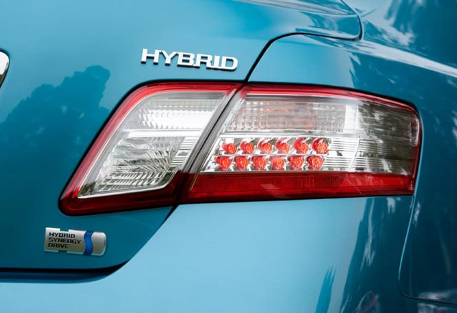 Toyota Camry Hybrid 2010 review | CarsGuide