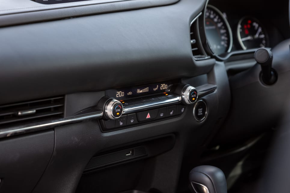 There's also dual-zone climate control.